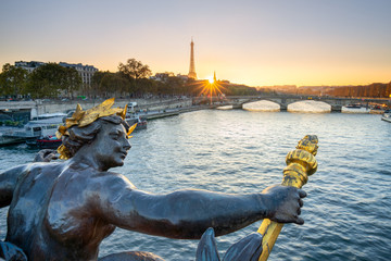 Fotomurales - Pont Alexandre III in Paris mit Eiffelturm