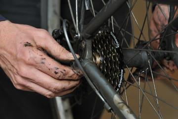 DIY road bike chain servicing