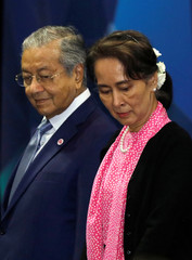 Malaysia's Prime Minister Mahathir Mohamad and Myanmar's leader Aung San Suu Kyi look for their positions during a group photo at the ASEAN-China Summit in Singapore