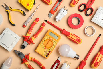 Flat lay composition with electrician's tools on color background Fototapete