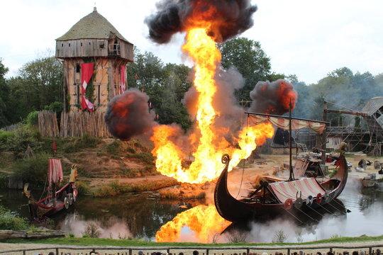 Village en feu attaqué par les Viking spectacle du puy du fou