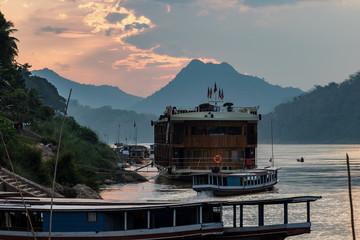 Laos - Luang Prabang - Rückfahrt von den Pak Ou Höhlen auf dem Mekong