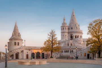 Papiers peints Budapest Budapest, Hungary - View on the ancient Fisherman's Bastion (Halaszbastya) at autumn morning
