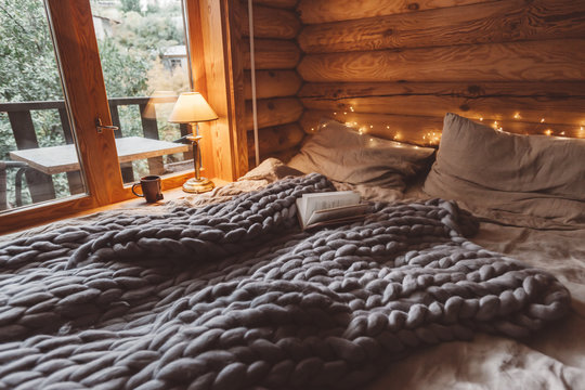 Cozy winter weekend in log cabin