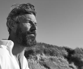 homme senior barbe
