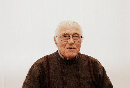 portrait senior de 80 ans,isolé