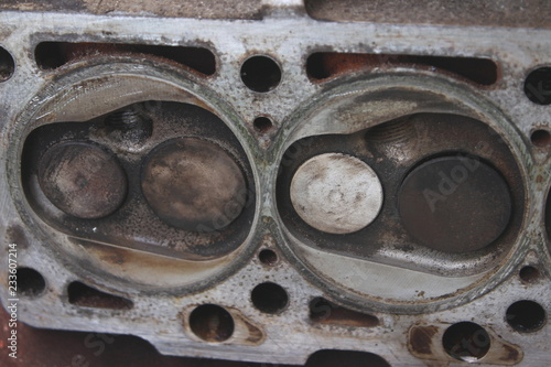Disassembled the cylinder head of the SOHC engine - fragment