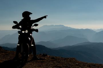 motorcycle ride, pleasant breaks, exploration and amazing landscapes Papier Peint