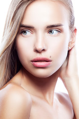 Close-up beauty portrait of model girl with healthy skin, natural make-up, blue eyes. Attractve face. Skincare facial treatment concept