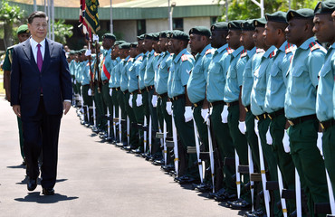 China's President Xi Jinping inspects the guard of honour at Parliament House in Port Moresby on November 16, 2018, ahead of the Asia-Pacific Economic Cooperation (APEC) Summit
