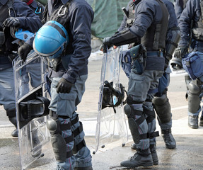 riot deployment of Italian police during a manifestation