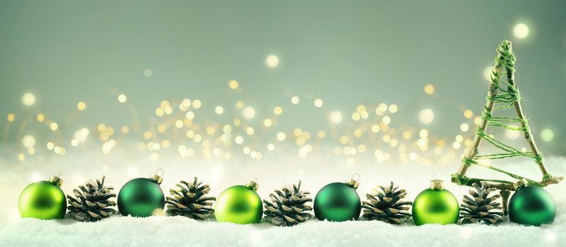 Weihnachten  -  Winterlicher Hintergrund mit Weihnachtsdeko