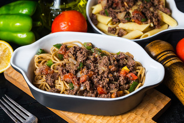 Beef spaghetti,There are plenty of tomatoes and chopped beef on it.