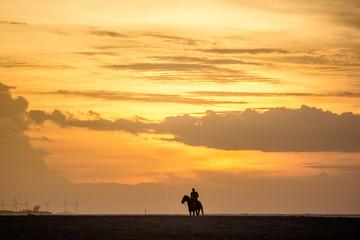 Pôr do Sol na praia Ponta do Santo Cristo em São Miguel do Gostoso/RN - Brasil