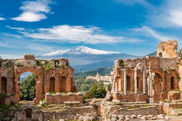 Griechisch-römisches Theater in Taormina mit Ätna im Hintergrund; Sizilien; Italien