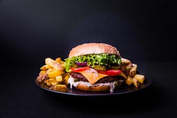 Leckerer Burger Auf Holz Buy This Stock Photo And Explore Similar