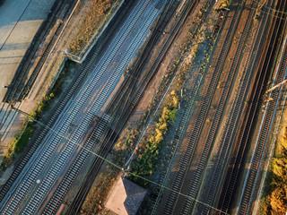 Infrastrucktur, Gleisanlage, Züge, Weichen, Straßenbrücken, Schienen