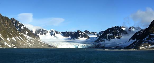 Berge, Eis, Gletscher und das Meer