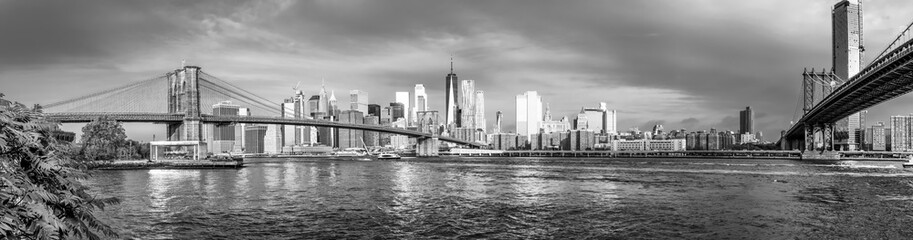Spoed Fotobehang New York City Panoramic view of Manhattan and Brooklyn Bridge in New York. USA