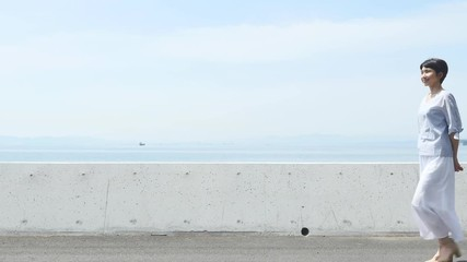 Wall Mural - 女性 ミドルエイジ 散歩