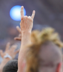 Two fingers on the hand at the concert