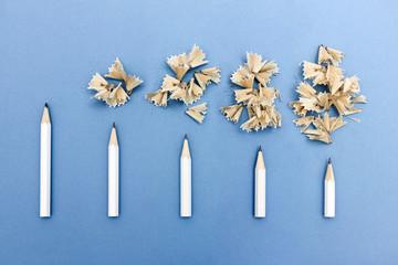 Serie mit 5 Stiften die immer kürzer gespitzt sind