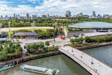 大阪城公園と市街地の風景