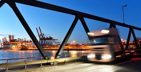 Transport and goods trade - trucks at the container port // Transport von Gütern auf der Straße und dem Wasser - LKW am Terminal im Hafen