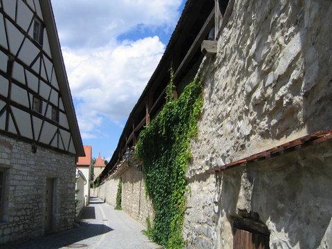 Romantische Altstadt an der Stadtmauer in Berching