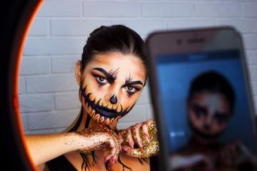 Photographing Halloween makeup for brunettes, pumpkin makeup.
