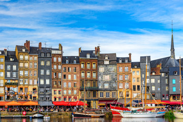 The harbour of Honfleur, Normandy, France with yachts Fototapete