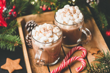 Foto auf Acrylglas Schokolade Hot chocolate with marshmallows, warm cozy Christmas drink in a wooden tray