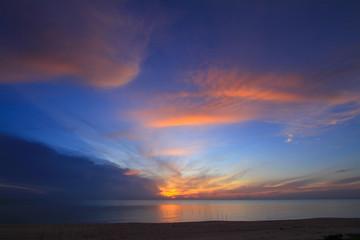 Foto op Plexiglas Zee zonsondergang Beautiful sky at twilight time