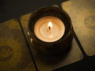 Wahrsagekarten mit Kerze