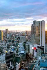 夕焼けの大阪都市風景