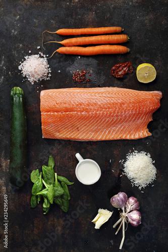 łosoś Z Warzywami Kompozycja Składników Potrawy łosoś Marchewka