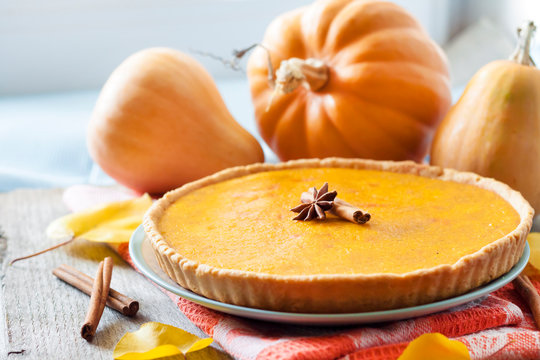 Homemade spicy pumpkin pie with cinnamon