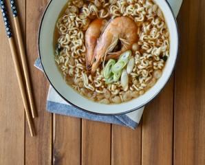 아시아 음식 새우탕 라면