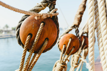 Keuken foto achterwand Schip Rigging and ropes on an old sailing ship to sail in summer.