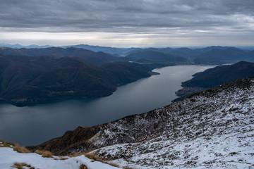 Lago Maggiore verso Sesto Calende dal Monte Limidario
