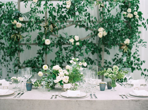 Place settings at a wedding reception