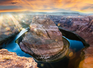 picture show show the amazing optical effects of sunshine on horseshoe bend