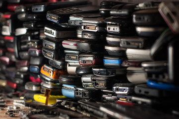 Many old mobile phones are technologically outdated, and some spare parts