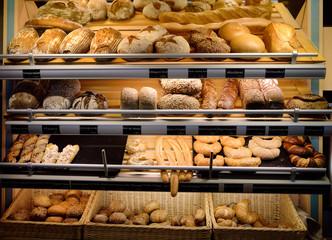 Keuken foto achterwand Bakkerij Freshly baked gourmet breads for sale in German bakery
