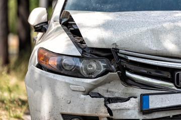 beschädigtes Auto nach einem Unfall