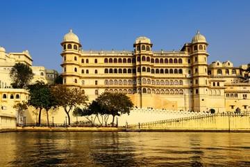 City Palace on Lake Pichola, Udaipur, Rajasthan, India, Asia