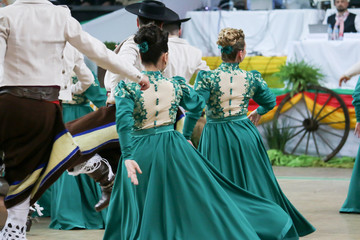 Presentation of group of dances typical gaúchas.