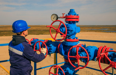The mechanic - the repairman , operator production gas, Oil, gas industry. gas conditioning equipment and valve armature