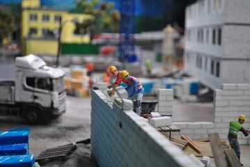 Murarze na budowie