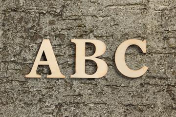 Buchstaben Set ABC an einer Wand